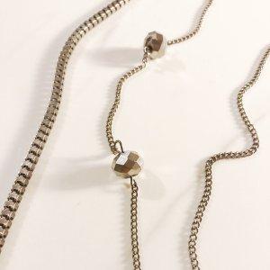Kette in dunklem Silber mit Perlen