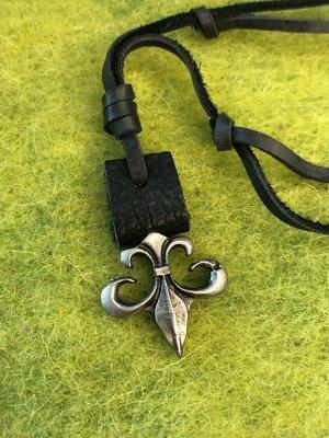 Kette Leder schwarz antik silberfarbener Anhänger Fleur-de-Lys 3,5x3,5cm
