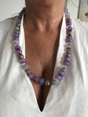 Collier incrusté de pierres violet-argenté
