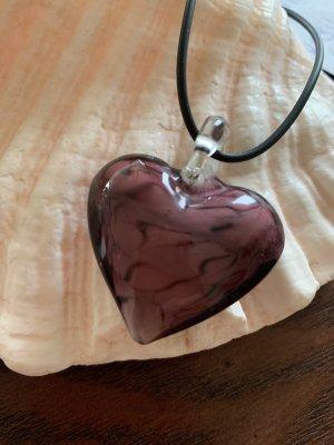 Kette mit handgearbeitetem Herz aus Glas
