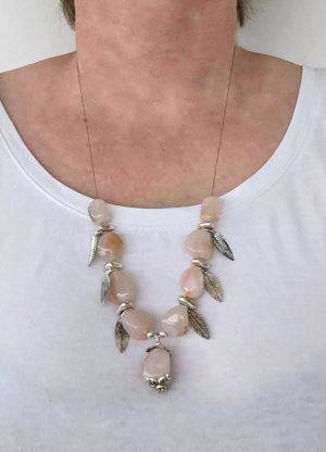 Kette mit Karneol-Steinen und Blatt-Charms, 60 cm lang