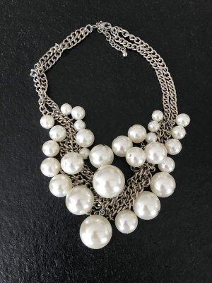 Kette mit Perlen