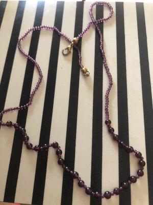 Collar lila-púrpura