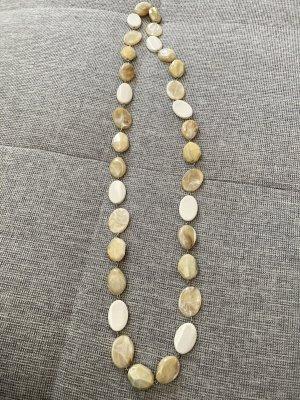Kette mit Steinen in Naturtönen