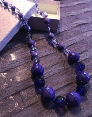 Kette mit violetten und lila Steinen