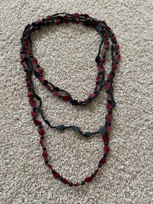 Collar de conchas negro-rojo neón