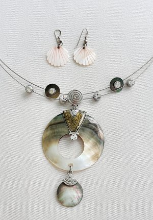 Shell Necklace silver-colored