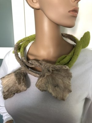 Kette Rope Filz Calla Blüten Enden grau wollweiß grasgrün 160 cm Länge