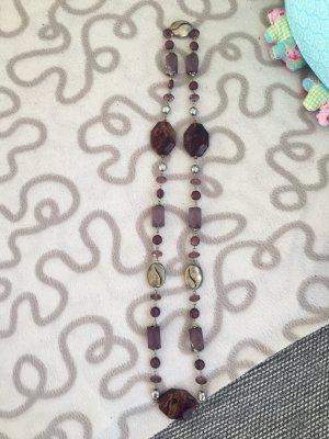 Collana di perle grigio-lilla