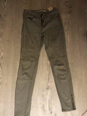 Khaki / grüne Hose