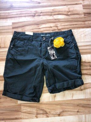 Khaki grüne Shorts