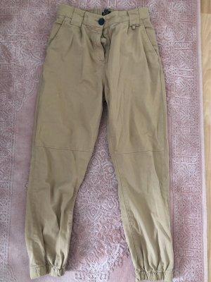 Bershka Spodnie khaki Wielokolorowy