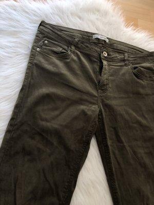 Bershka Spodnie khaki zielono-szary-khaki