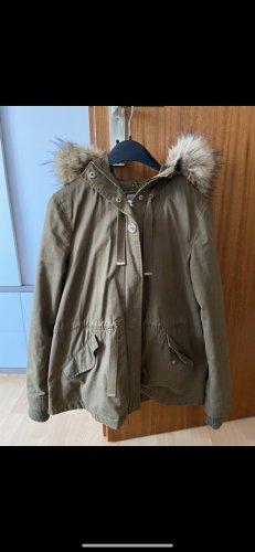 Khaki Jacke mit Fellmütze von Zara