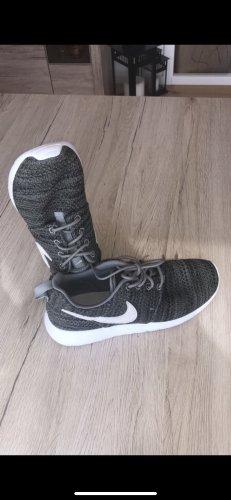 Khaki Nike Sneaker