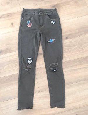 Khaki Skinny Jeans mit Army-Patches