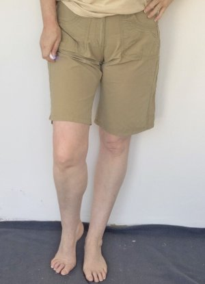 khakifarbene Damen Bermuda-Shorts, Gr. 42