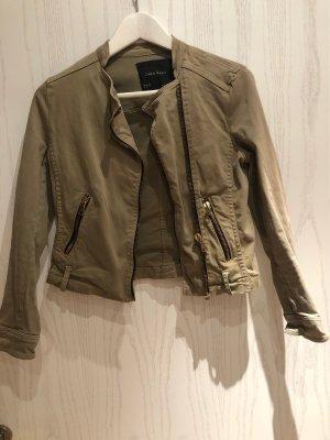 Khakifarbene schöne kurze Jacke / Army Jacke / casual Olivefarben