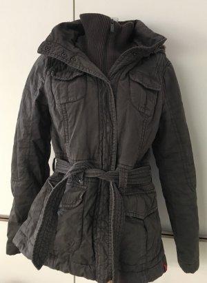 Khakifarbener Mantel mit Kapuze von edc