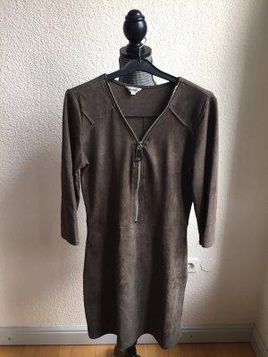 Robe en cuir gris vert