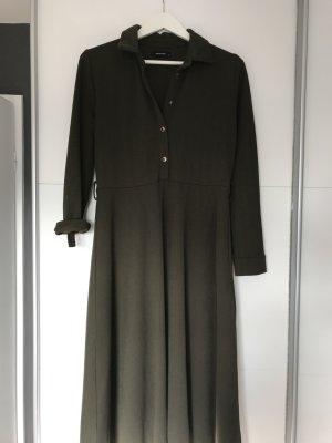 Khakifarbenes Kleid