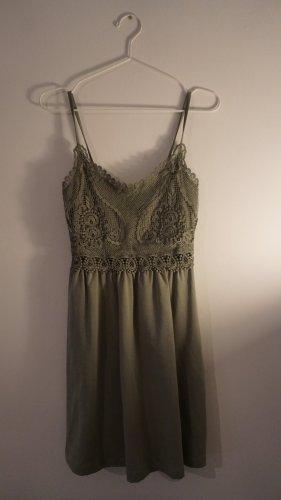 Khakifarbenes Sommerkleid mit Spitzendeatails - nie getragen -