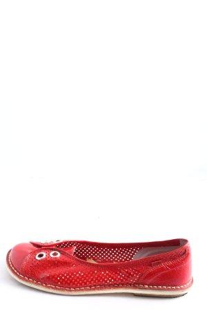 Kickers Bailarinas de charol con tacón rojo look casual
