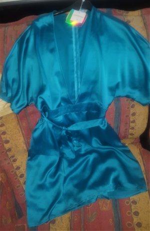 Kimono-Kleid mit grossem Ausschnitt