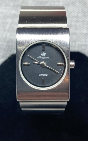 King Reloj con pulsera metálica color plata-negro
