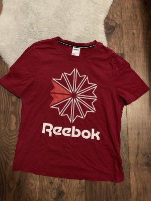 Kirschrotes Reebok-Shirt