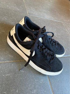 klassiche Schuhe