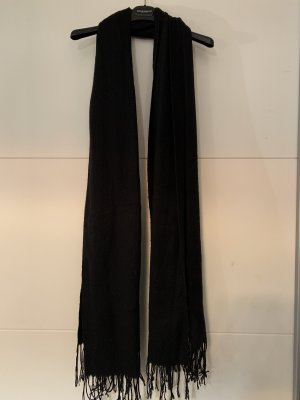Klassisch schwarzer Schal