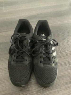 Klassische Adidas Sneaker - Gr. 38 2/3