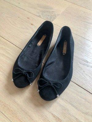 Klassische Ballerinas in Schwarz mit Schleife von Zara