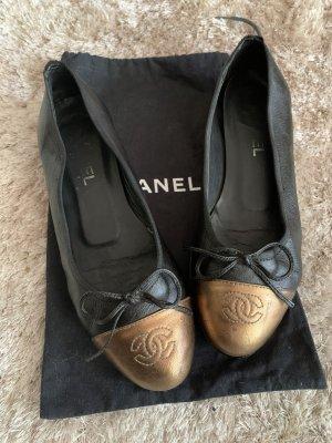 Klassische Ballerinas von Chanel mit goldener Spitze