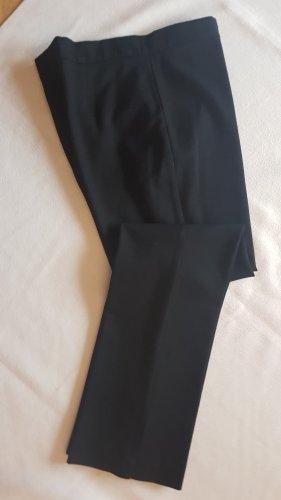 Klassische schwarze Hose