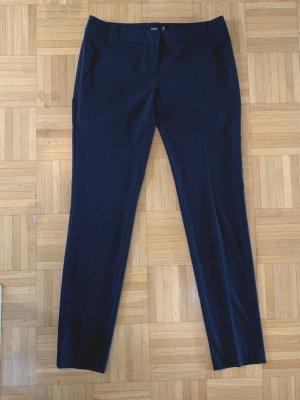 Klassische schwarze Hose von UNQ, Stoffhose, Anzughose, Bügelfaltenhose