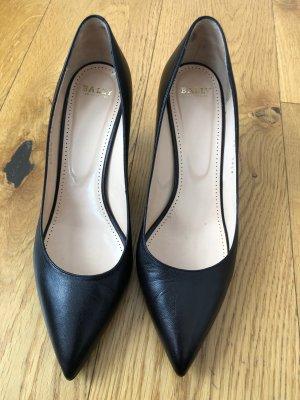 klassische schwarze Stilettos