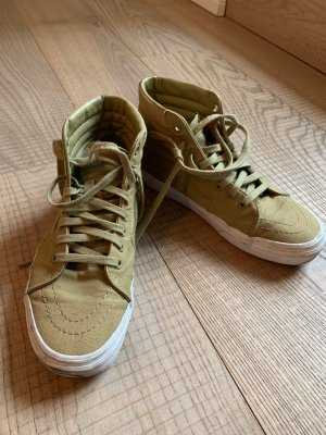 Klassische Sneakers in Khaki
