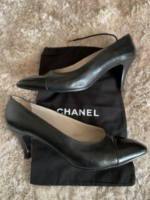 Chanel Classic Court Shoe black leather