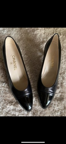 Chanel Classic Court Shoe black
