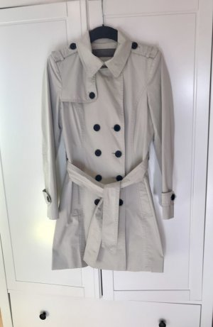 Klassischer beiger Trenchcoat von Zara