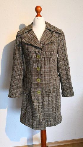 klassischer Mantel im Karomuster