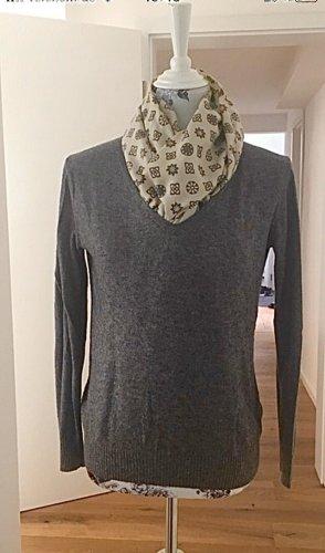 Klassischer Pullover mit V-Ausschnitt