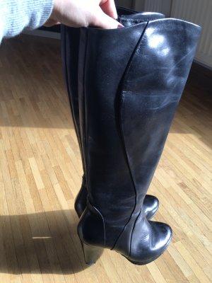 Klassischer schwarzer Stiefel, Größe 38