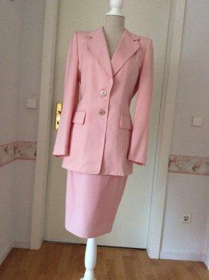 Klassisches rosafarbenes Kostüm von Escada