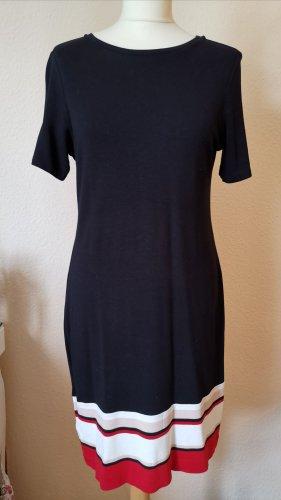 Klassisches schwarzes Kleid von Esprit