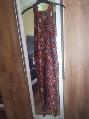 Asymetryczna sukienka ciemnoczerwony