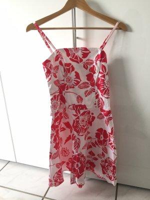 Robe découpée rouge framboise