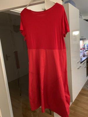 Sukienka z rękawem balonowym czerwony